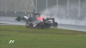 Alonso bailou na curva e teve que remar para fechar em 10º