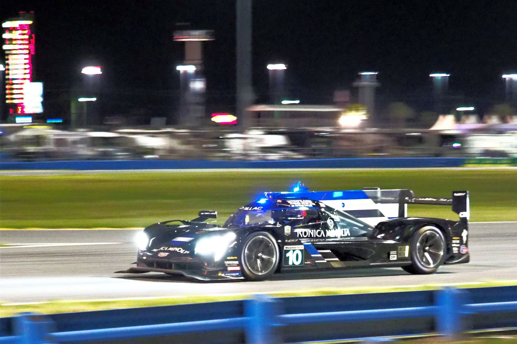 a0b0309e2f Equipe de Alonso vence 24 Horas de Daytona em grande duelo com Nasr